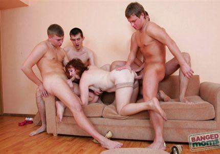 Porno-Onlain-Mamy-Gruppovoe